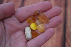 vitamine pillen in hand