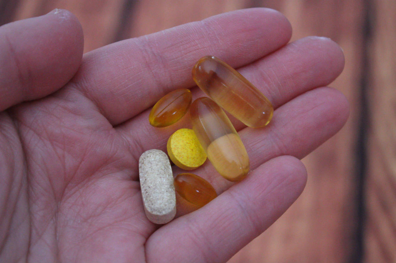 vitamine pillen in hand